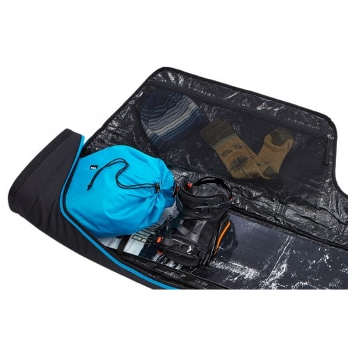 thule-snowboardtas-singel-roundtrip-zwart-met-helm.jpg