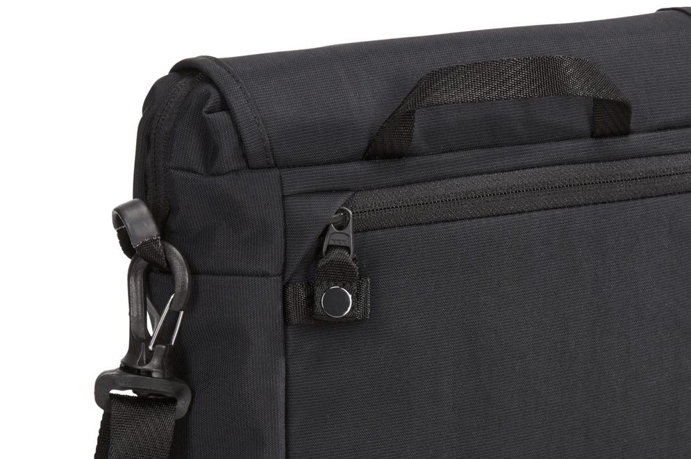 Thule Paramount Crossbody Bag — TravelProShop
